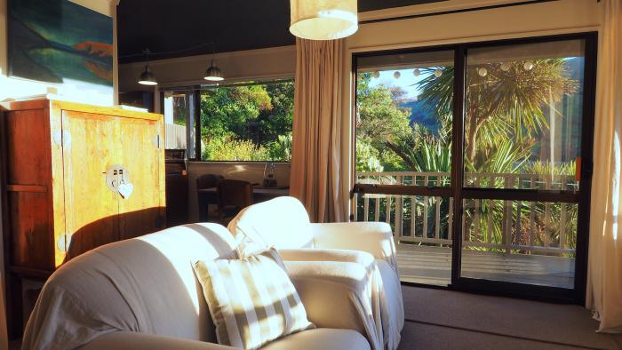 Elegantly styled for comfort and charm Cable Bay Lodge - Treehouse Hideaway