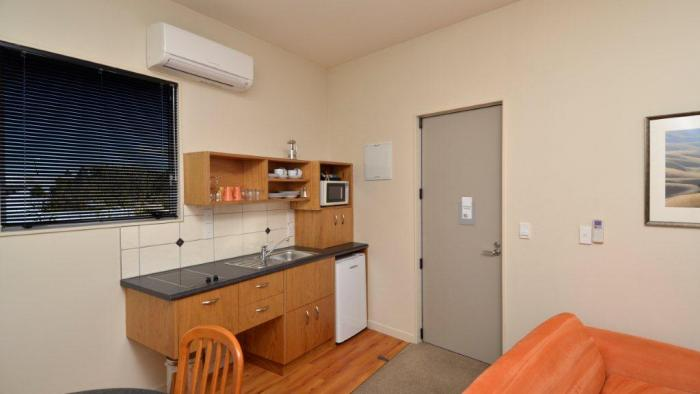 Kitchen facilities in executive unit Parkside Motel