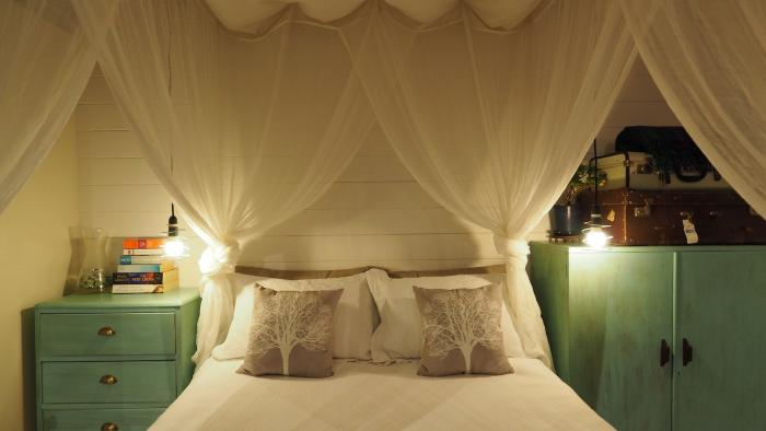 Romantic Luxury Bed positioned perfectly for the waterfront views Cable Bay Lodge - Treehouse Hideaway