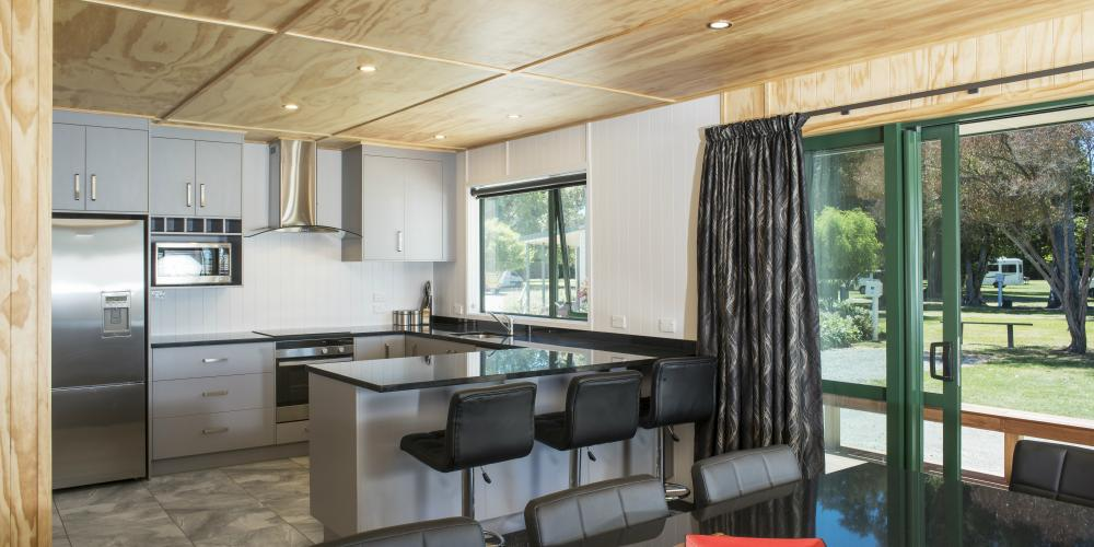 Apartment kitchdining Motueka TOP 10 Holiday Park