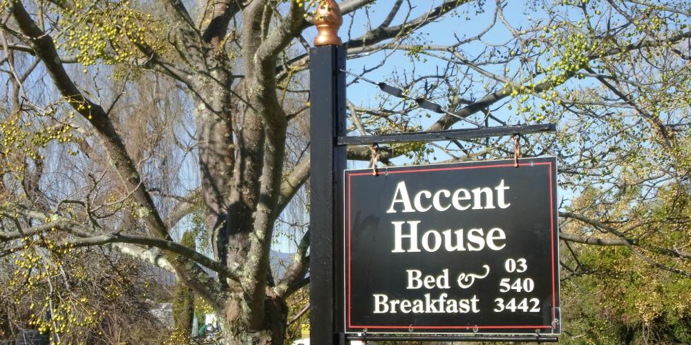 Te Gate signage 080816 004 Accent House Luxury Boutique Bed & Breakfast