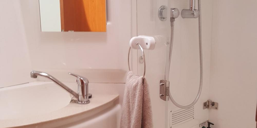 Te Harinui Ensuite bathroom2 Scenic Holidays with Abel Tasman Sailing Adventures
