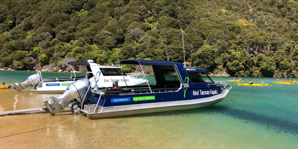 boat together Kaiteriteri Boat Charter